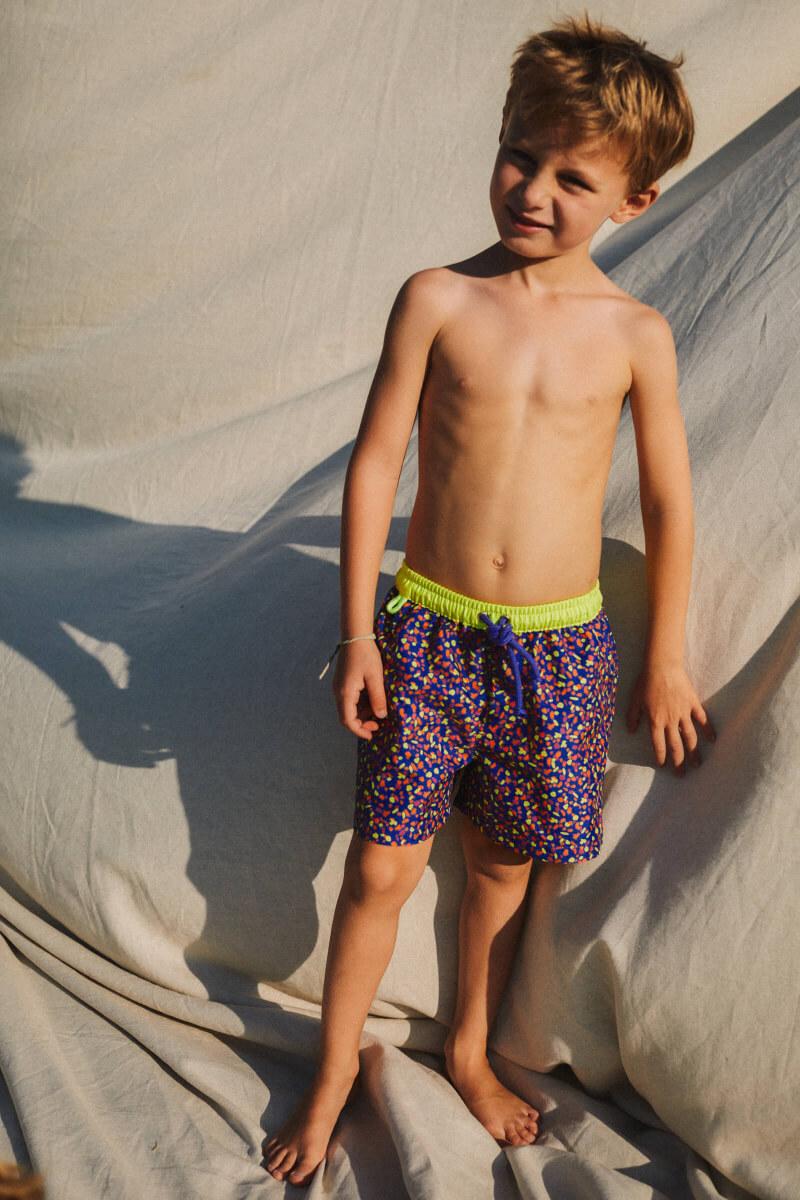 Boy wearing a swimsuit with elasticated belt Meno graffiti