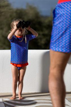 Petite fille portent un t-shirt Anti-UV Blue Seagulls