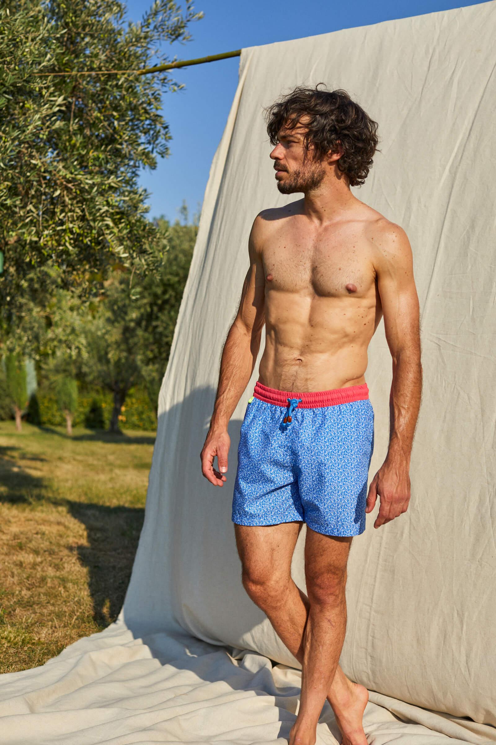 Homme portant un maillot de bain à ceinture élastique Riviera