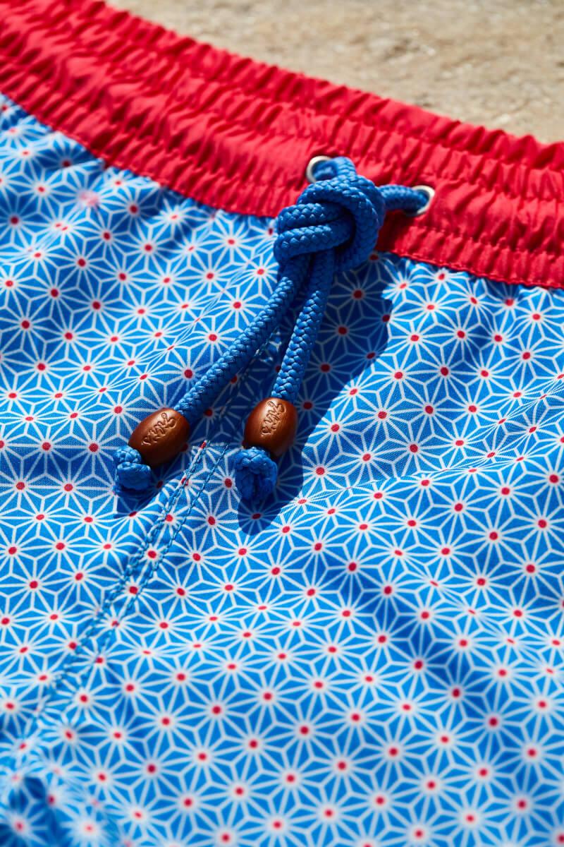 homme portant un maillot de bain blue asanoha