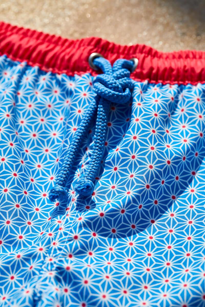 Garçon portant un maillot de bain à ceinture élastique Meno Blue Asanoha