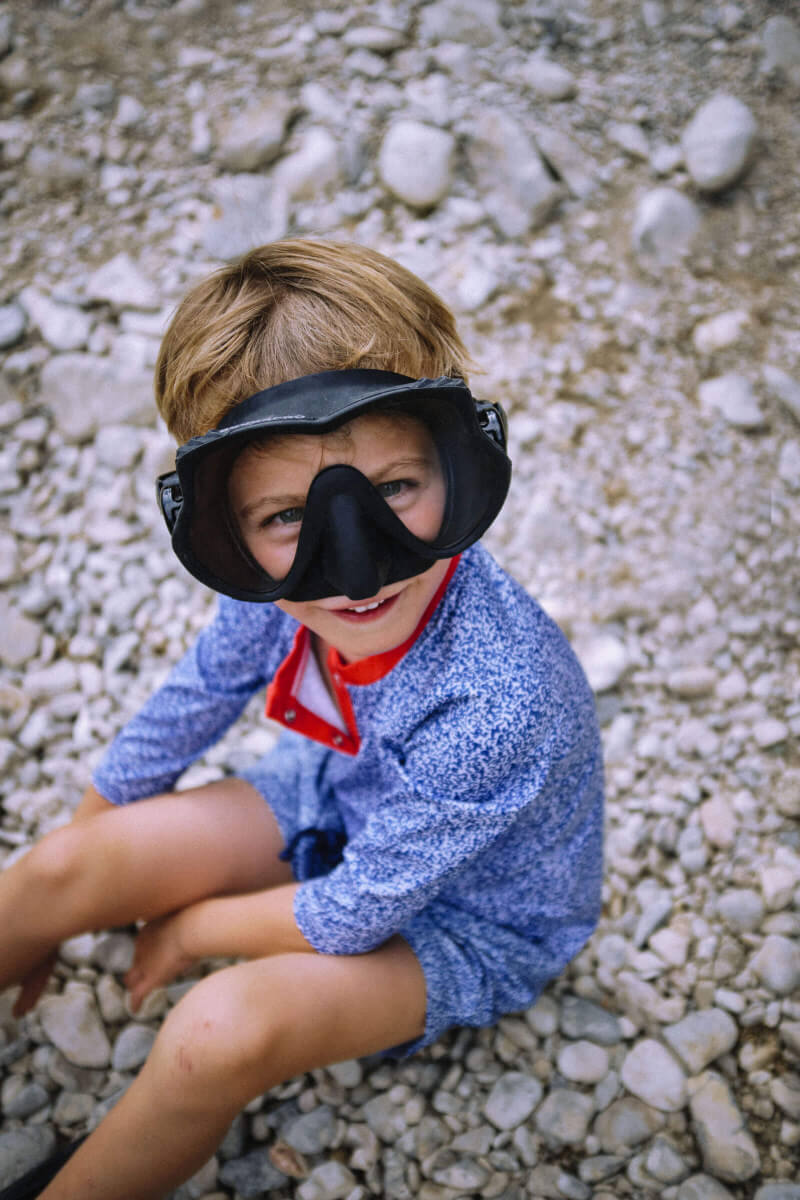 Enfant portant un Top Anti-UV Off the Coast
