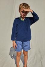 enfant portant un sweat éponge bleu navy