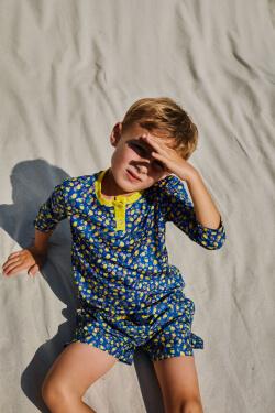 Kid wearing a Lemonade anti UV t-shirt